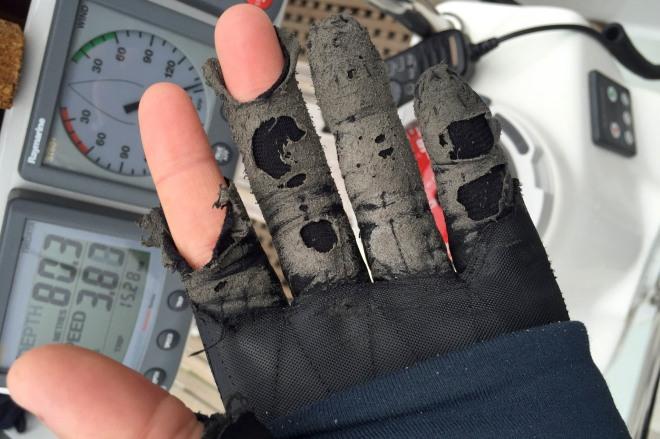Ännu ett par utslitna handskar