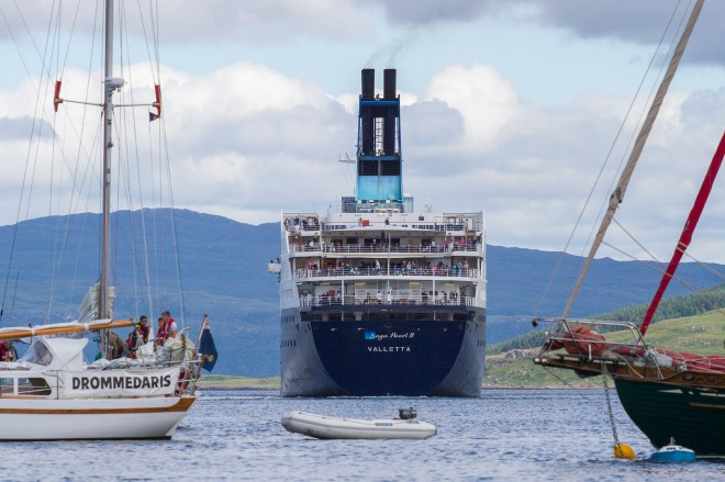 Storbesök i hamnen